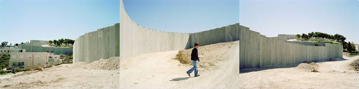 The Abu Dis Wall, 2004, C-Print, 76 x 256 cm